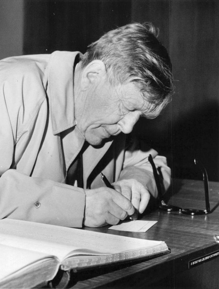 W. H. Auden | RefugeeBlues